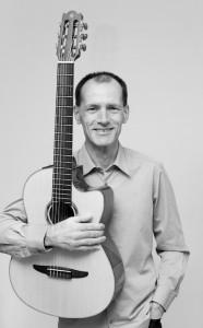 Stefan Nussbaum mit Gitarre